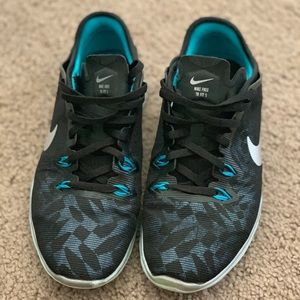 Black and blue Nike Free TR Fit 5